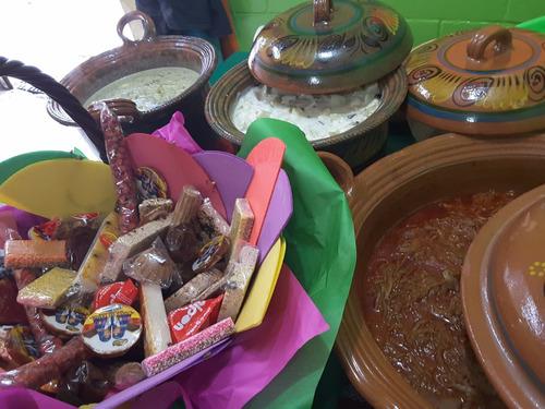 deliciosos tacos de canasta y cazuelas de guisados reyesmoon