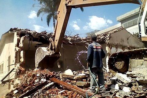 demoliciones y alquiler de equipos. bote de escombros