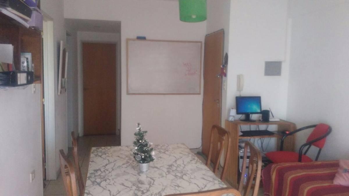 departamento 1 dormitorio al frente -50 mts 2 -la plata