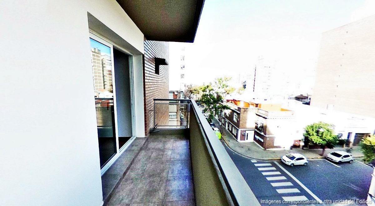 departamento 1 dormitorio con balcón al frente en barrio martin   terraza con parrillero