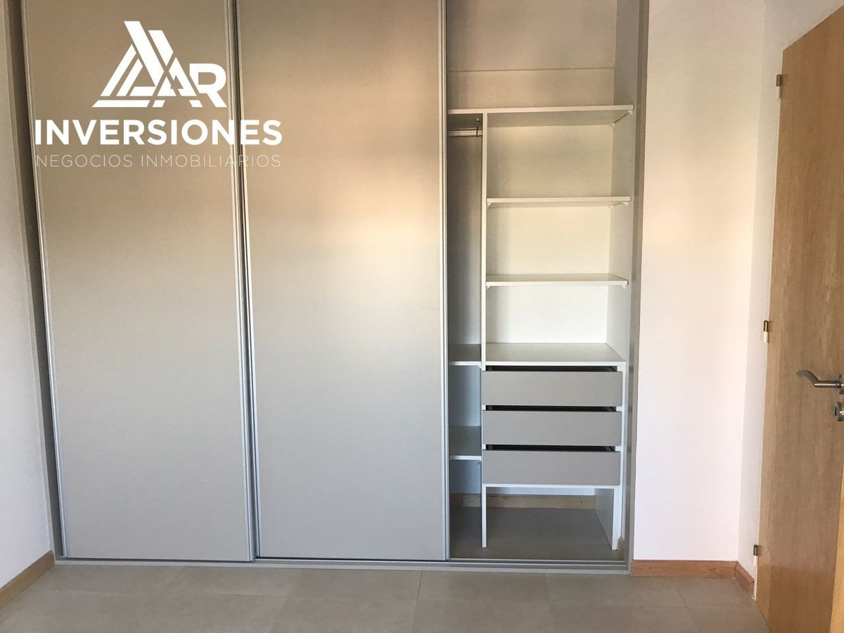 departamento 1 dormitorio - doble balcon con ventilacion cruzada // barrio abasto