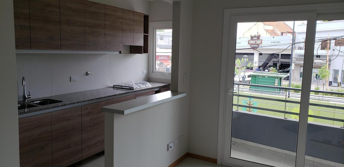 departamento 2 amb con balcón y patio en villa devoto