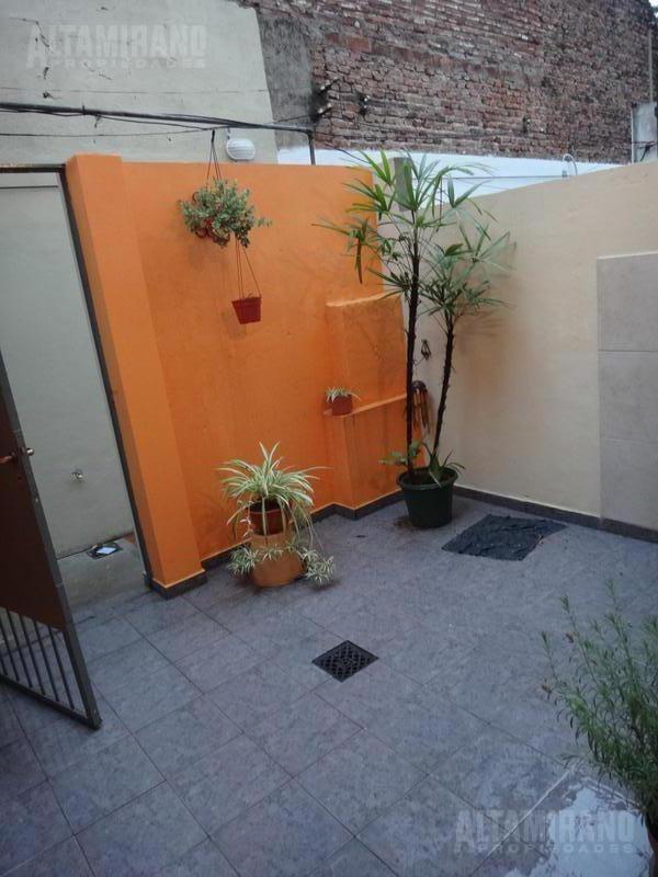 departamento  2 amb con patio- villa ballester