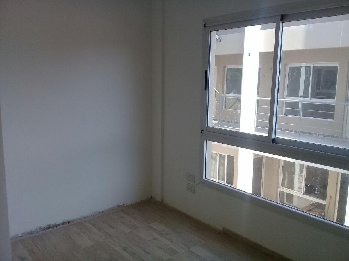 departamento 2 amb con patio y cochera