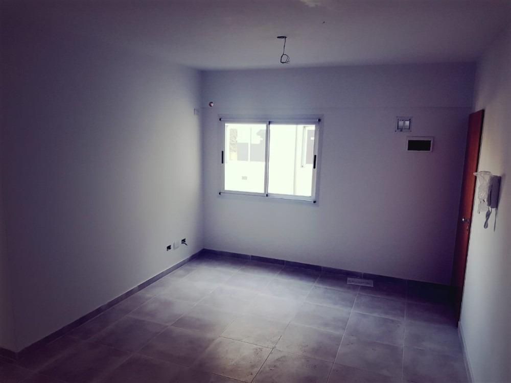 departamento 2 amb en villa luzuriaga (cervantes 2500)