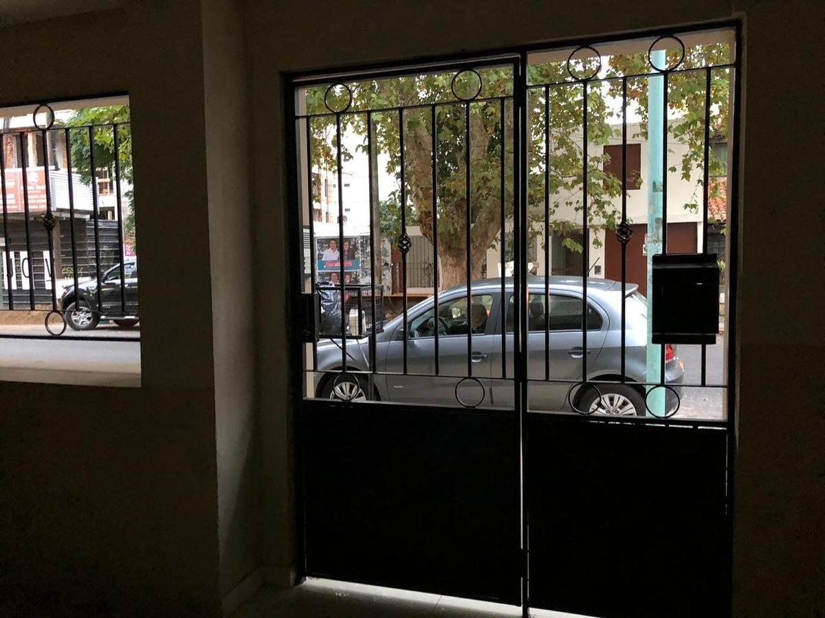 departamento 2 amb + escritorio al frente con balcón y cochera - reciclado a nuevo
