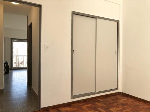 departamento 2 ambientes al frente en zona plaza mitre - en venta