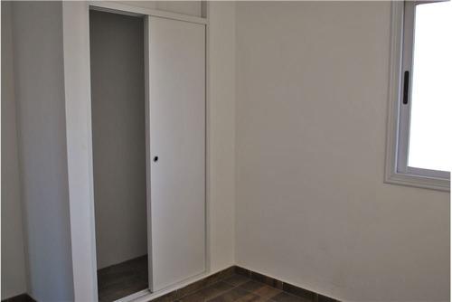 departamento 2 ambientes con cochera. caseros.