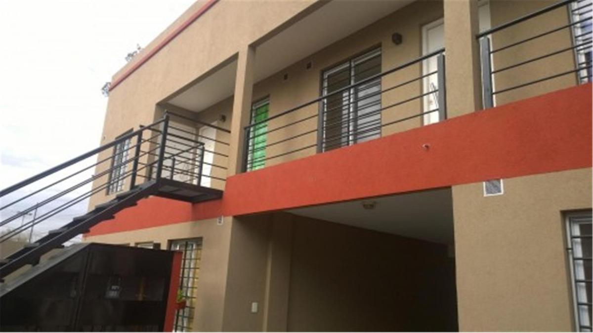 departamento 2 ambientes en planta alta con cochera