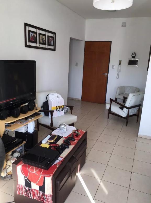 departamento 2 dormitorios al contra-frente y 75 mts 2- microcentro