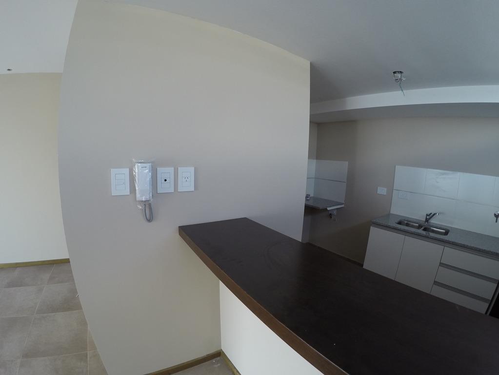 departamento 2 dormitorios, baño y toilette.- 42 e 8 y 9