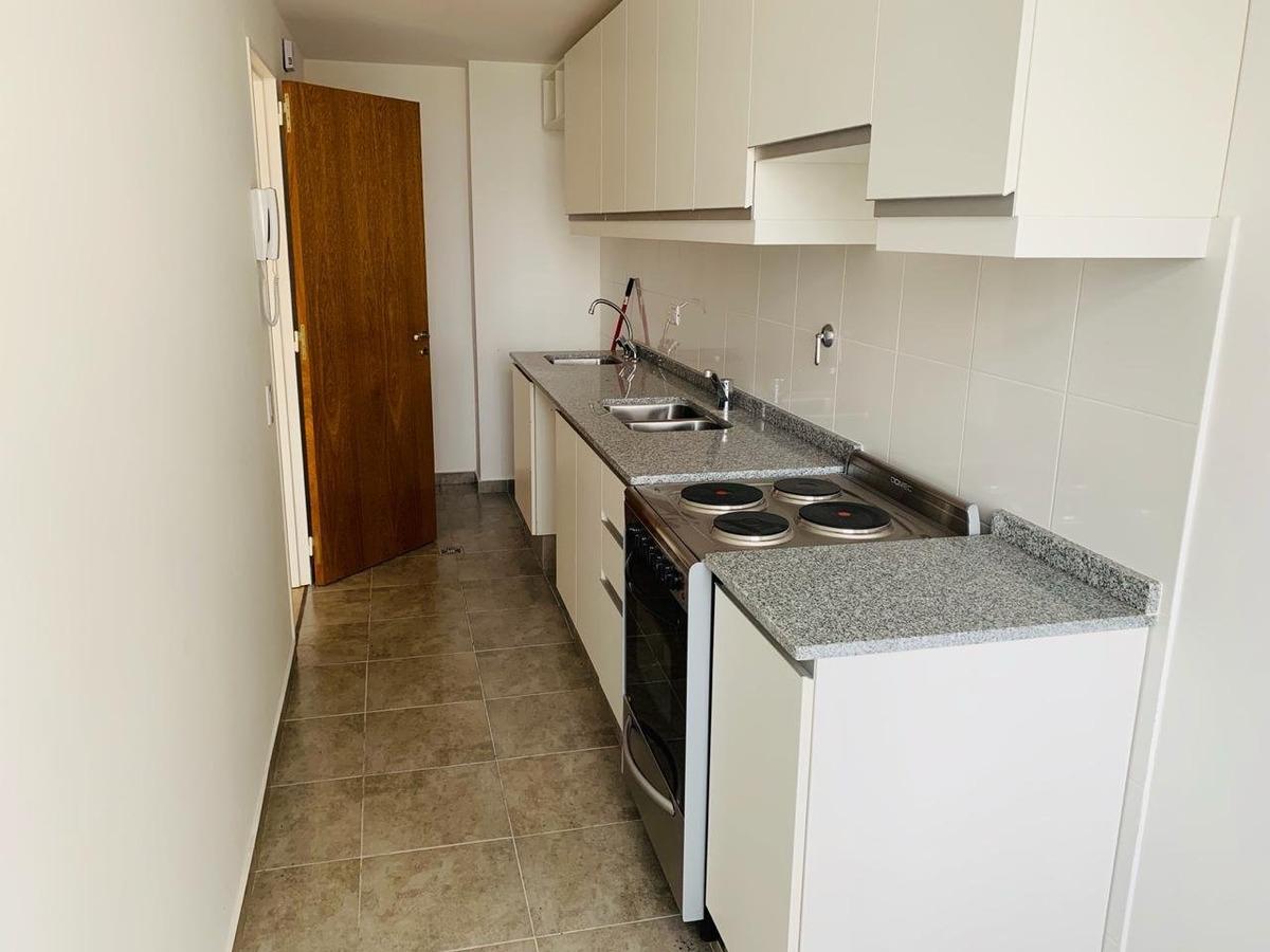 departamento 2 dormitorios con balcón al frente - posibilidad de cochera