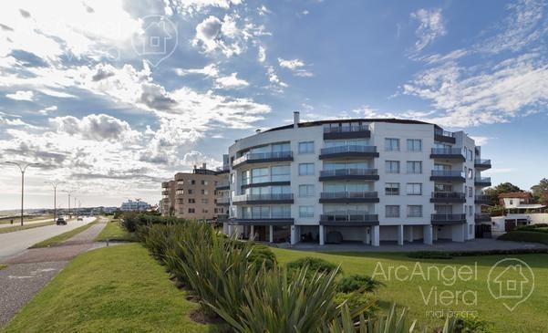 departamento 2 dormitorios frente al mar en alquiler  en   venta  playa mansa -    pinares