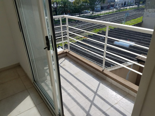 departamento 2° piso  caseros centro  apto profesional