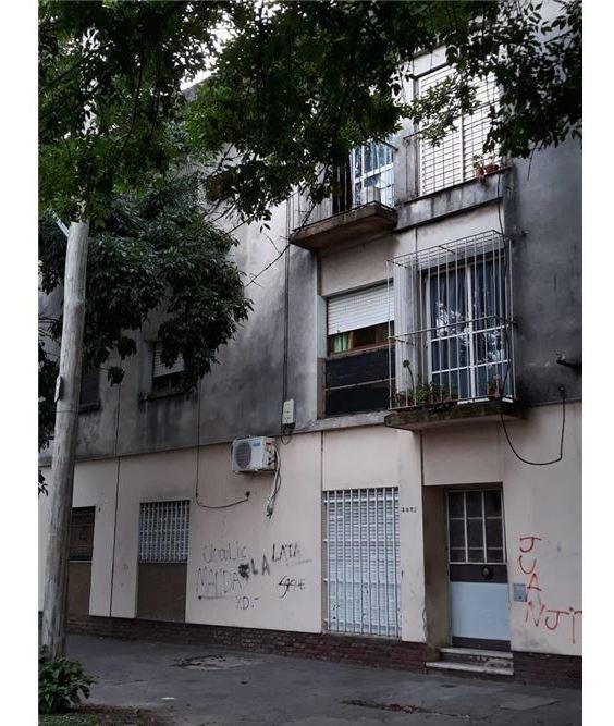 departamento 2/3 dormitorios con patio.-
