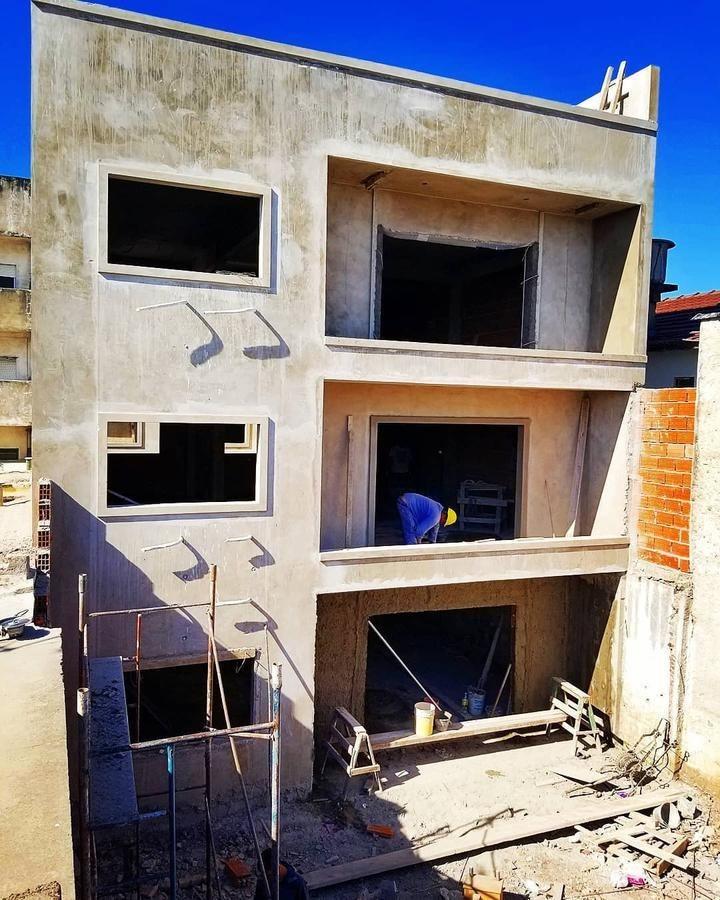 departamento 3 amb. en venta, balcón, cochera, 2 patios - ramos mejia