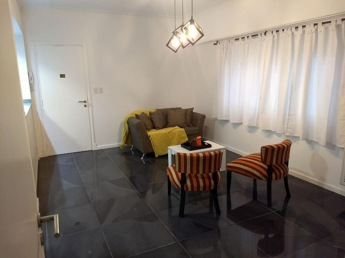 departamento 3 ambientes al contrafrente de 65 mts cubiertos. todo reciclado y equipado. zona centro.