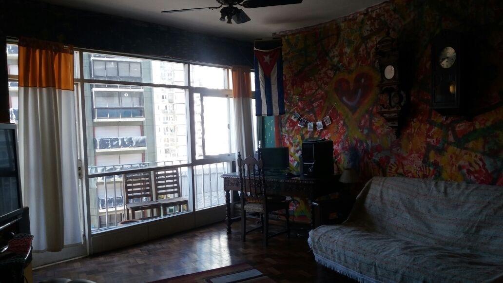 departamento 3 ambientes. al frente con balcon. estado original. zona centro.