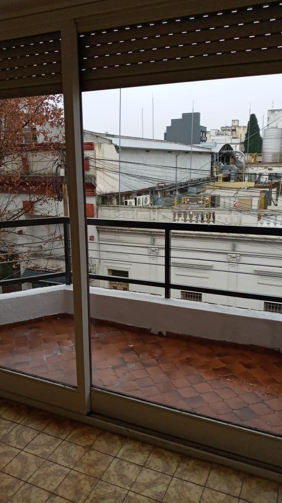 departamento 3 ambientes, con balcón en san miguel centro.