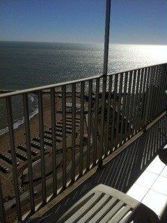 departamento 3 ambientes con dependencia. reciclado. vista plena al mar. dos bauleras. zona torreon.