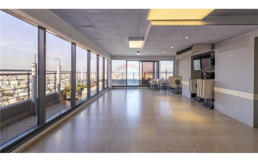 departamento 3 ambientes en torre de categoría en caballito