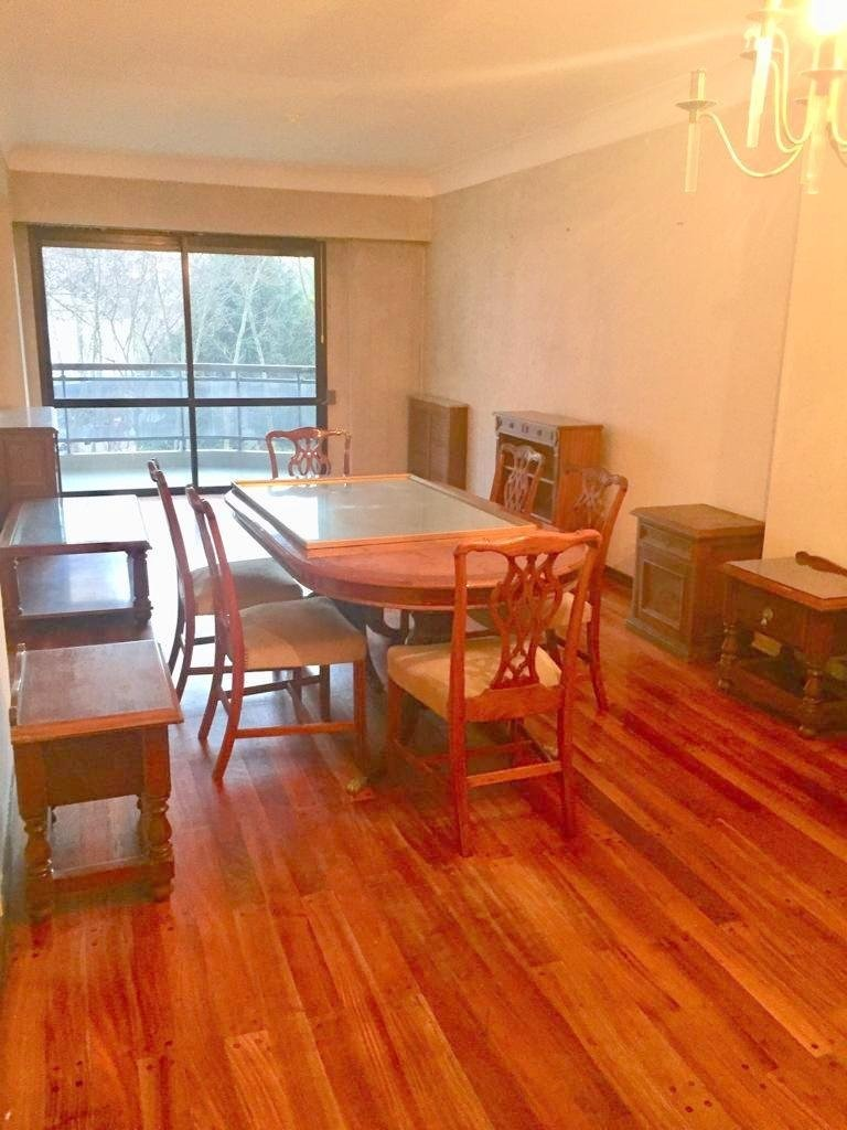 departamento 4 amb, 3 dormitorios, 3 baños completos, living comedor a la calle con balcón saliente, cocina comedor, cochera. vigilancia 24 horas.