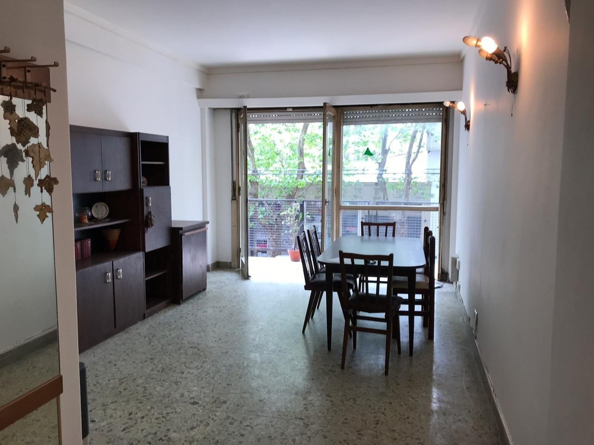 departamento 4 ambientes c/ dependencia a la calle con balcón
