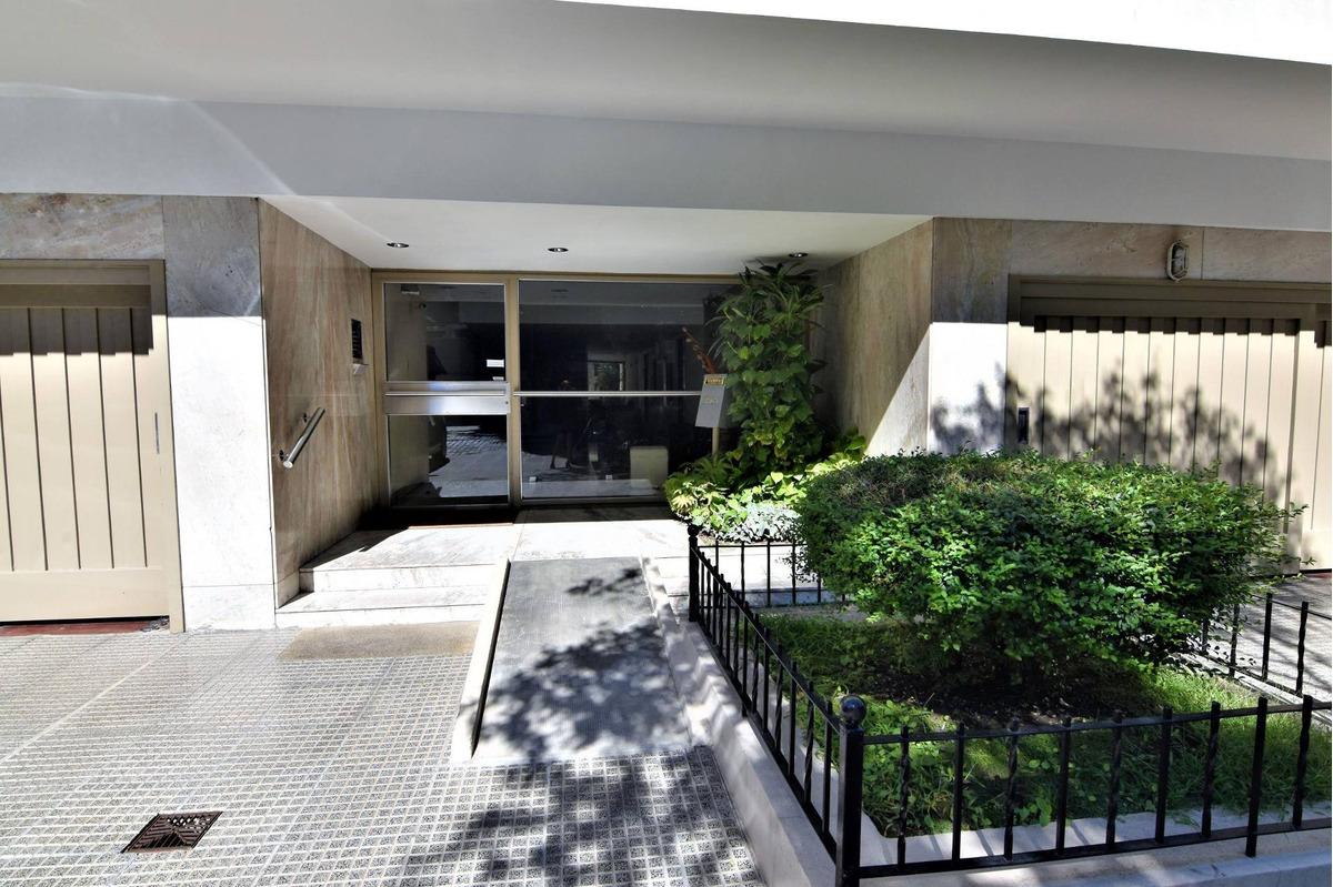 departamento 4 ambientes con jardin,patio y cochera