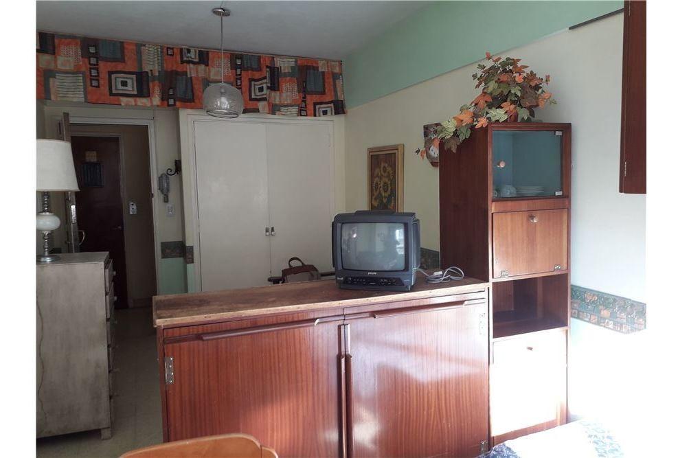 departamento al frente 1 amb con cocina separada