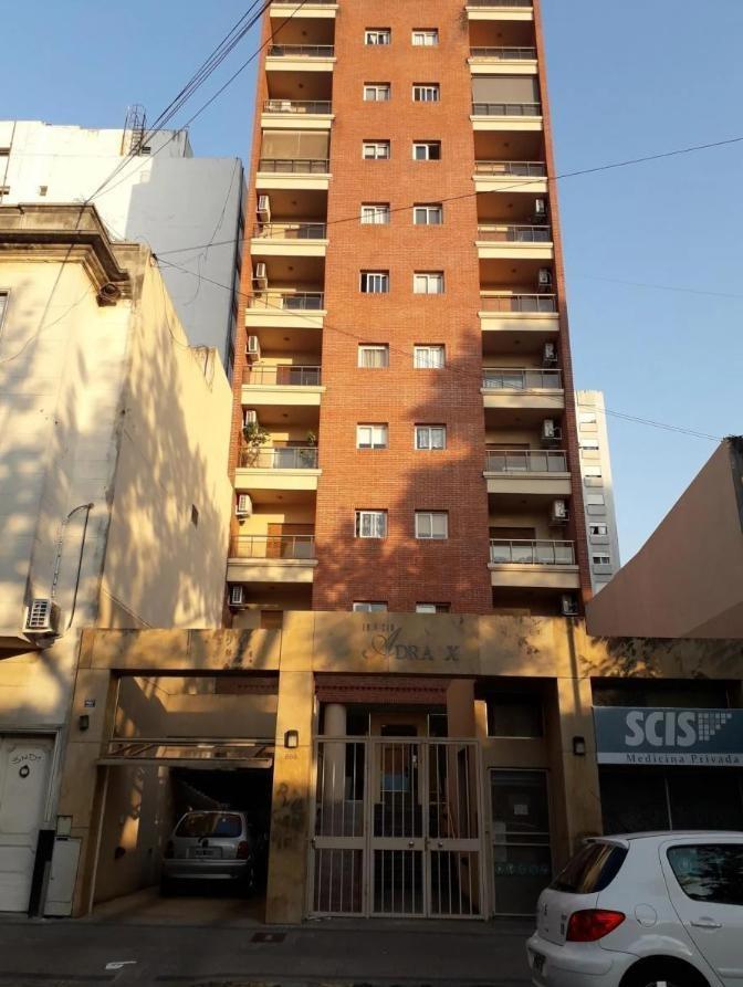 departamento al frente 2 dormitorios y 60 mts 2 - la plata