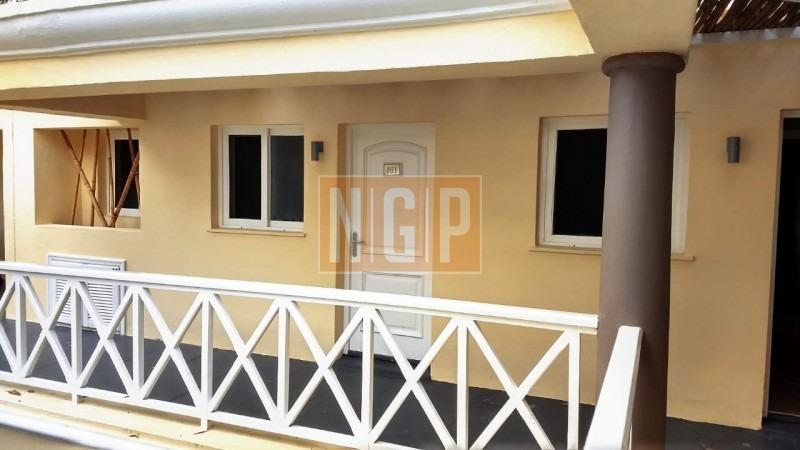 departamento  amplio  ambiente y medio con cocina separada, balcón aire acondicionado frio calor completamente equipado.  -ref:25974