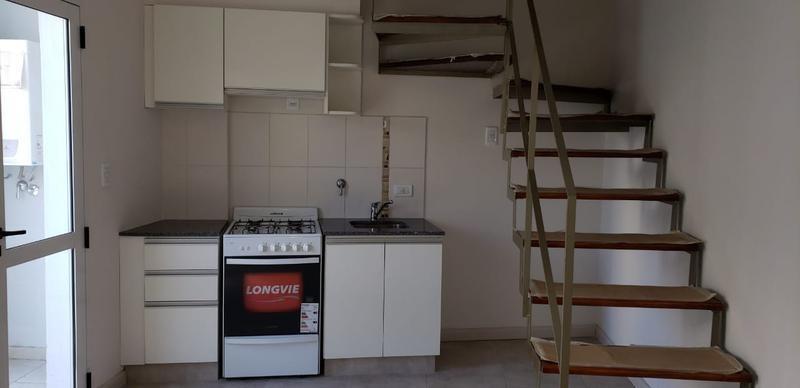 departamento - centro - dúplex 1 dormitorio c/patio al contrafrente. gas instalado!