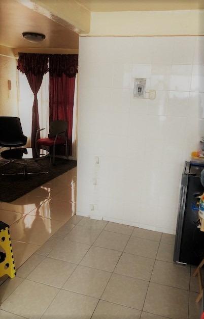 departamento con 3 recamaras, un baño, sala-comedor, etc.