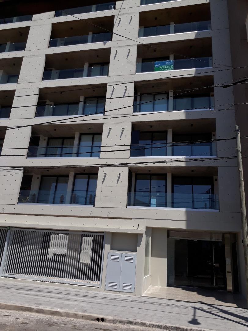 departamento con ambientes amplios, parrilla en el balcon