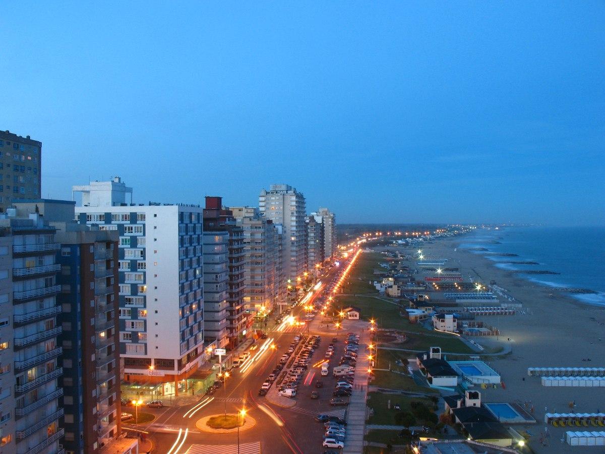 departamento con balcon frente al mar, edificio playa club