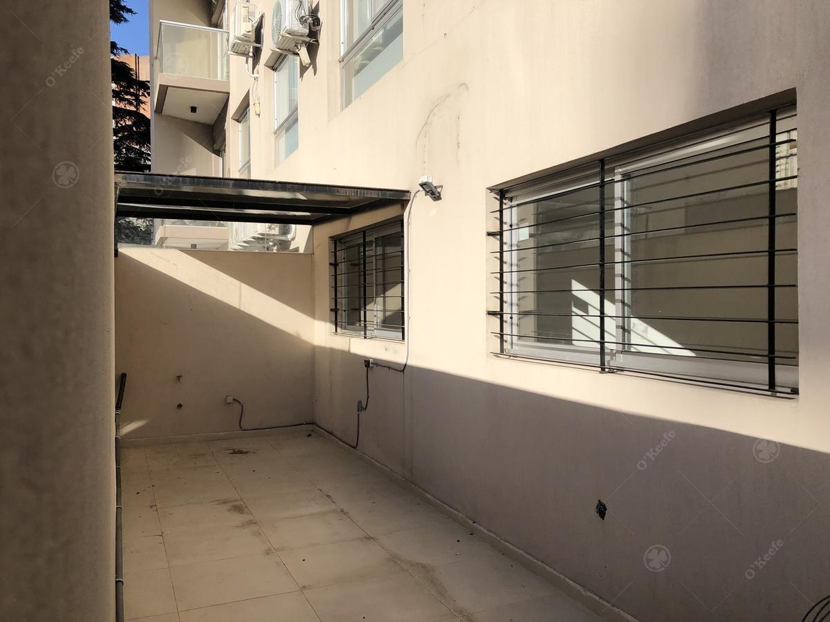 departamento con cochera cubierta en bernal centro en planta baja con patio propio