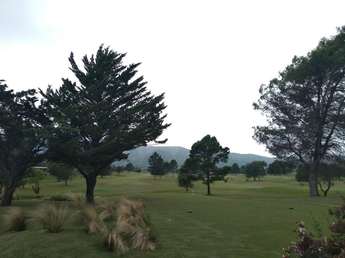 departamento con cochera - dos dormitorios - country carlos paz golf