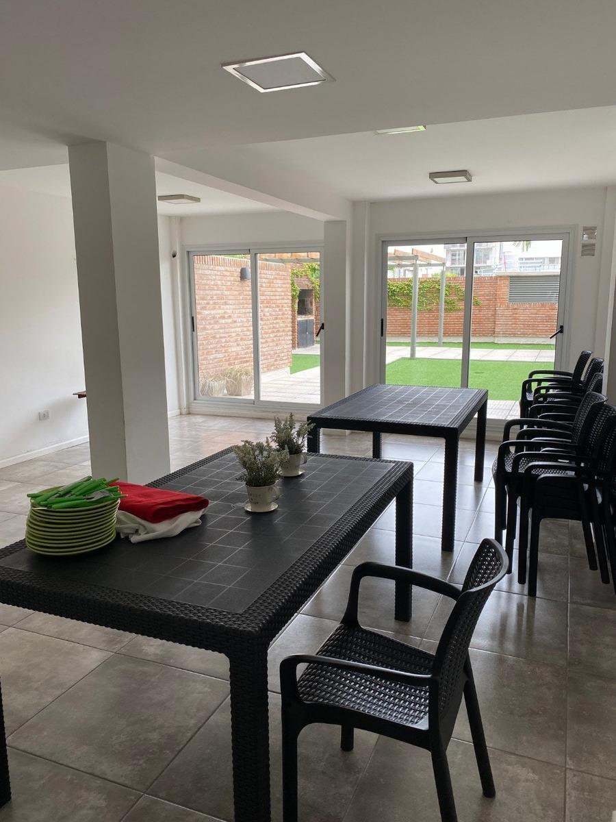 departamento con excelente ubicación, monoambiente amplio con patio 52 m2 - pellegrini 563 - amenities