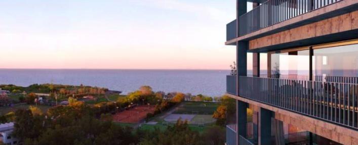 departamento con vista al río, balcón y cochera - financiación pesos - olivos