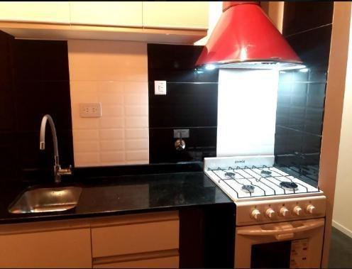 ¡departamento de 1 ambiente al contrafrente, reciclado, en recoleta, con baño completo y cocina integrada al ambiente!