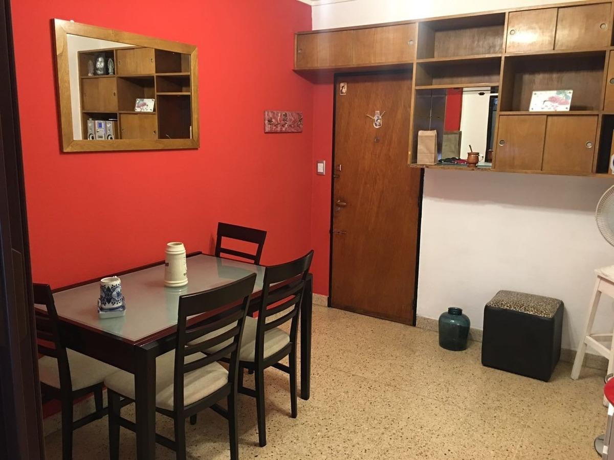 departamento de 1 ambiente al frente. con muebles. zona centro