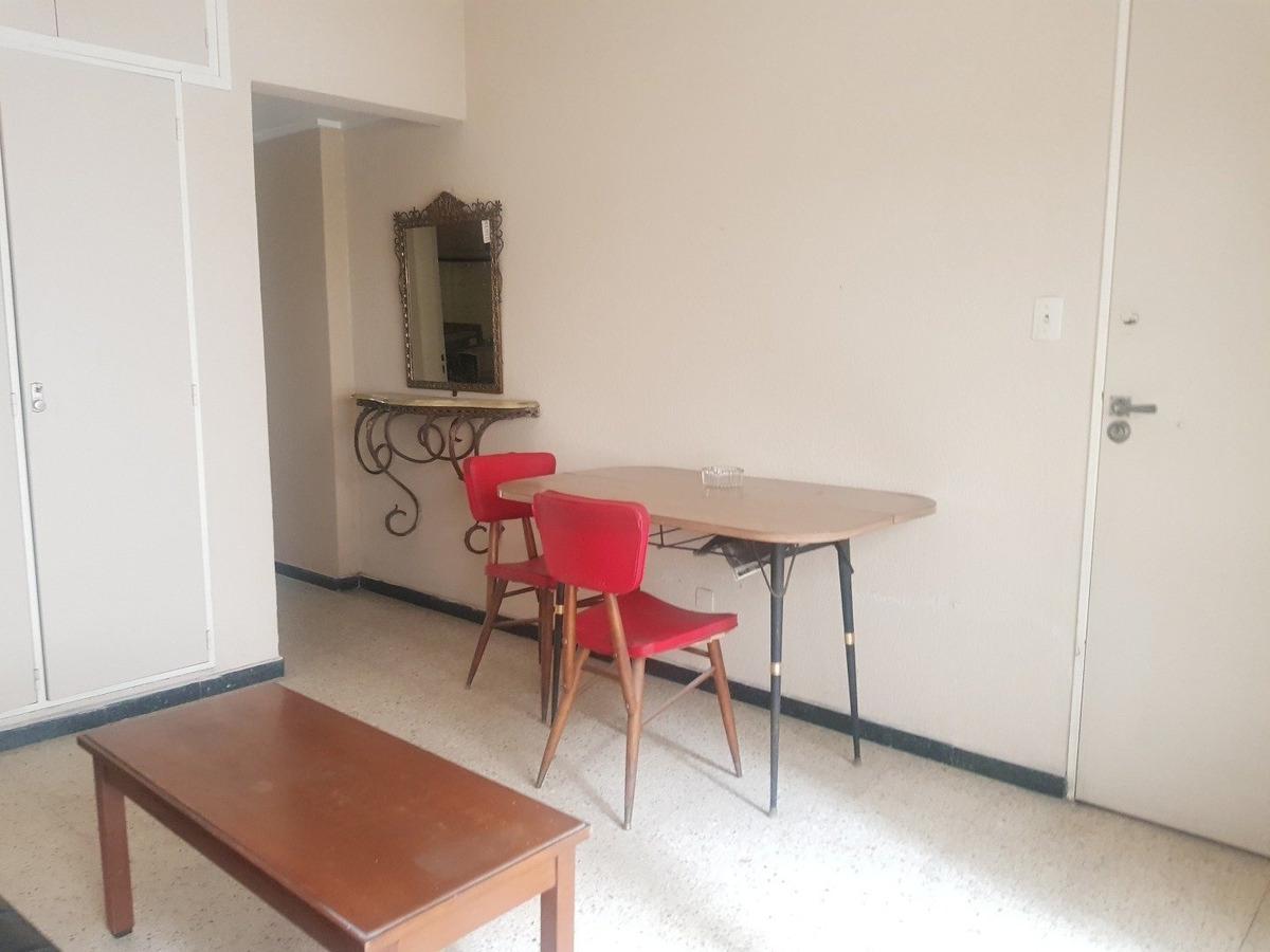 departamento de 2 amb a la calle con balcon en venta -