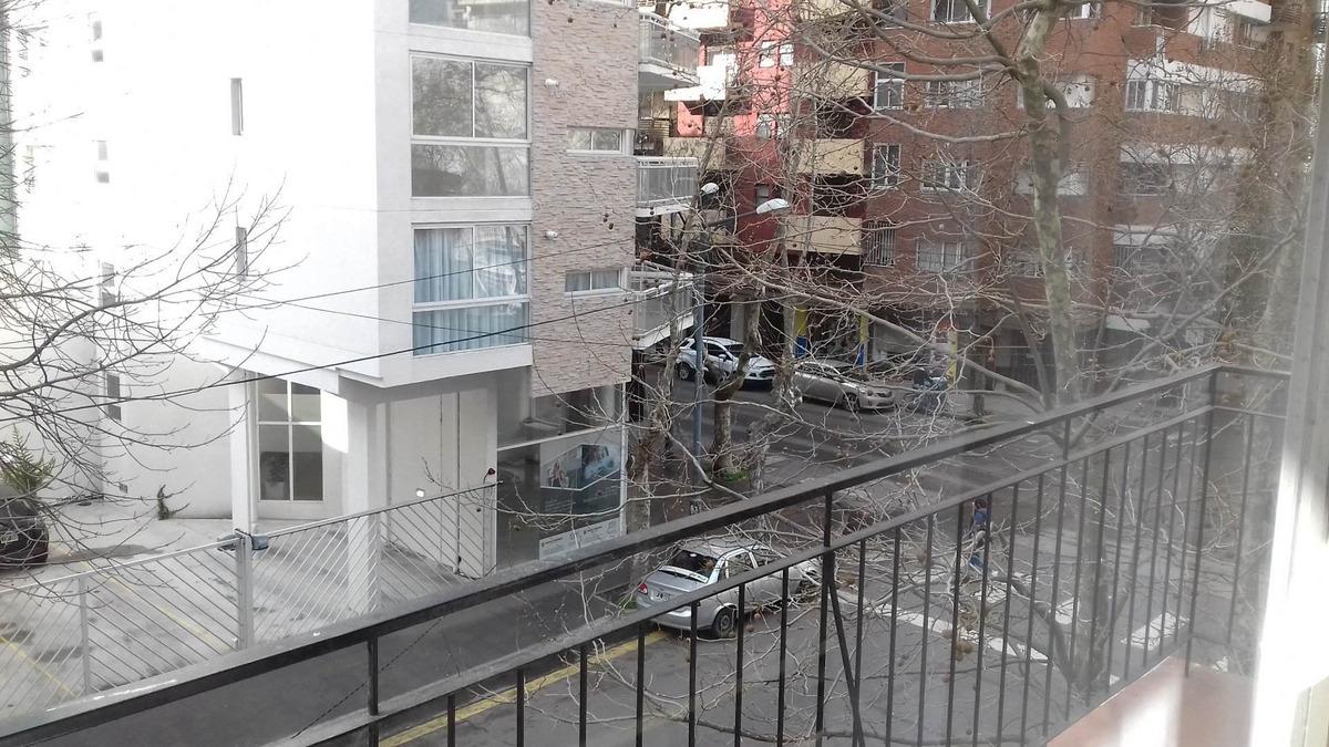 departamento de 2 ambientes a la calle con balcón