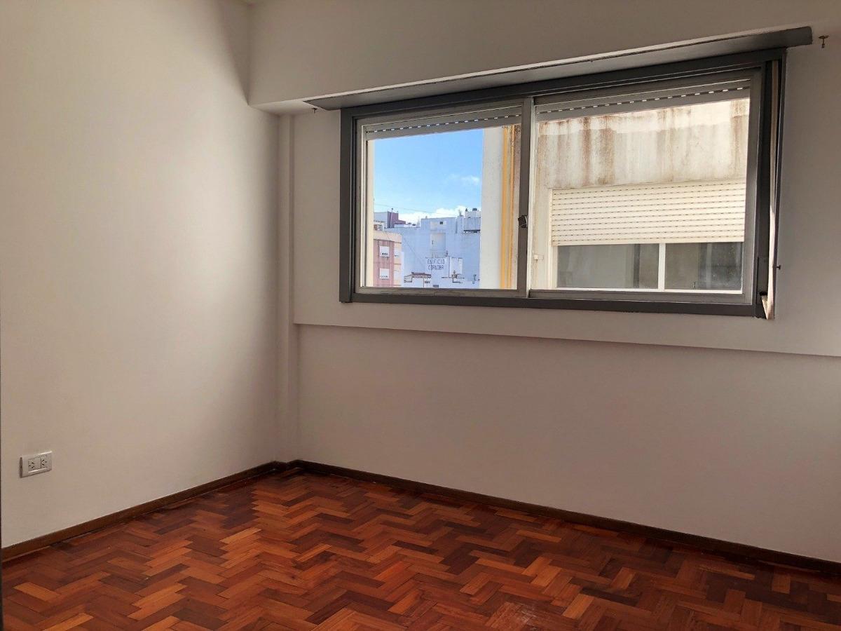 departamento de 2 ambientes al frente. balcon. zona macrocentro.