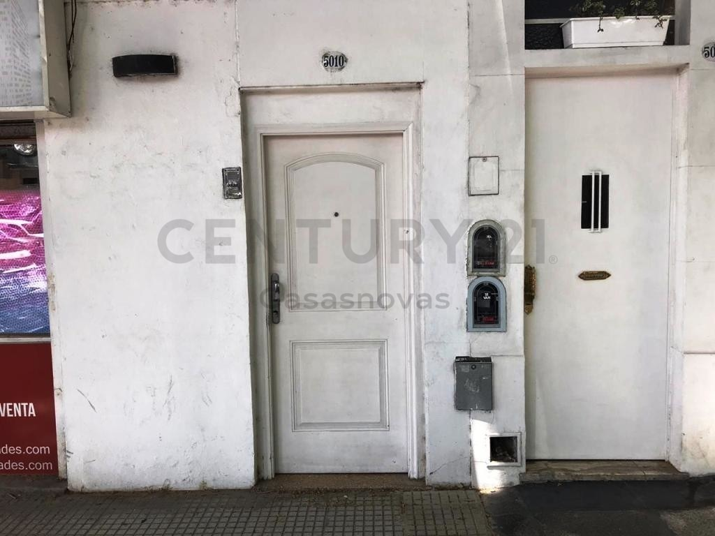 departamento de 2 ½ ambientes al frente con balcon 2do por escalera