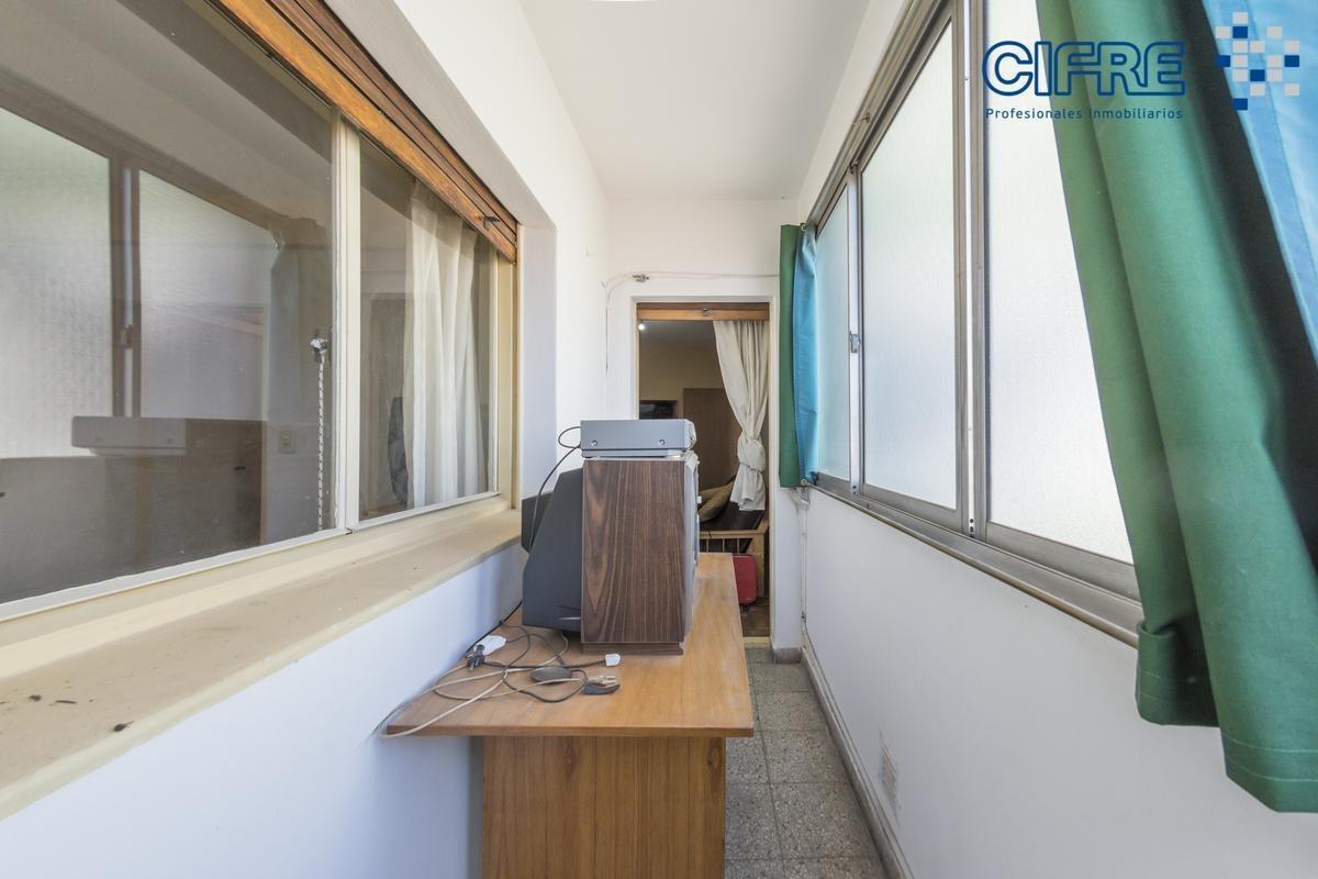departamento de 2 ambientes con cocina separada, lavadero y balcón