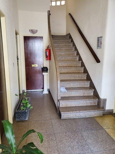 departamento de 2 ambientes en 1º x escalera no condicionado
