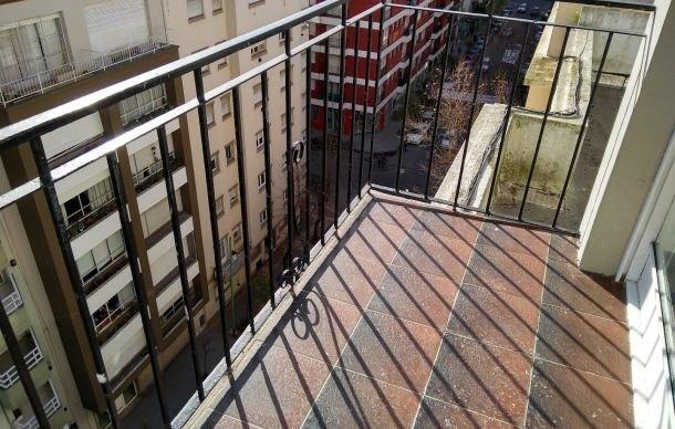 departamento de 2 ambientes invertidos con balcón saliente