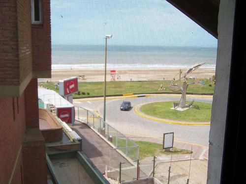 departamento de 2 ambientes y medio frente al mar