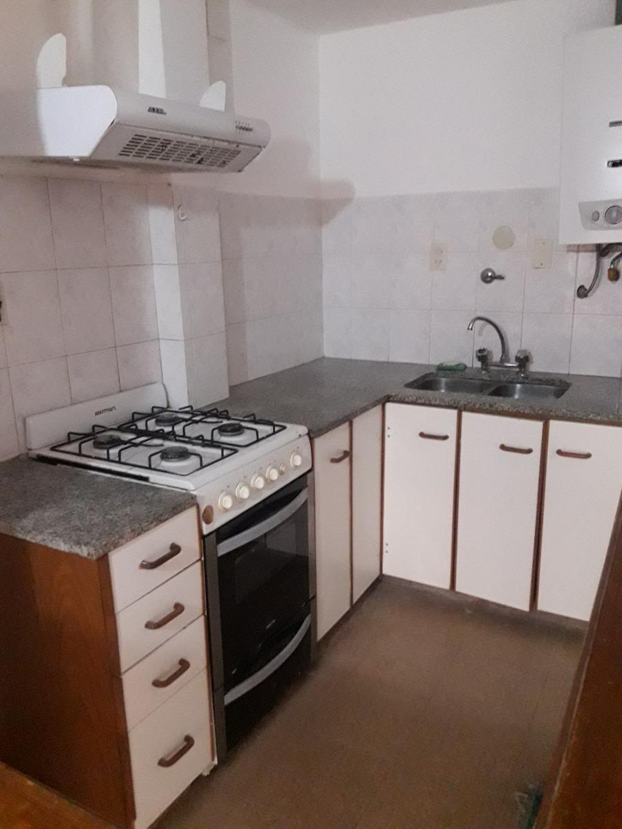 departamento de 2 dormitorio con 2 patios uno cubierto.61 e/